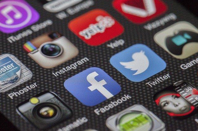 האם באמת קיים קורס ללימוד רשתות חברתיות?